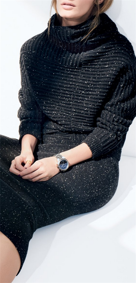 Cozy Holiday Downtime Dressing: Balance Comfort & Festive Style